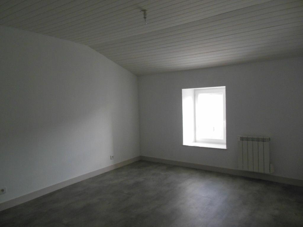 Maison à louer 4 101m2 à Vandré vignette-7