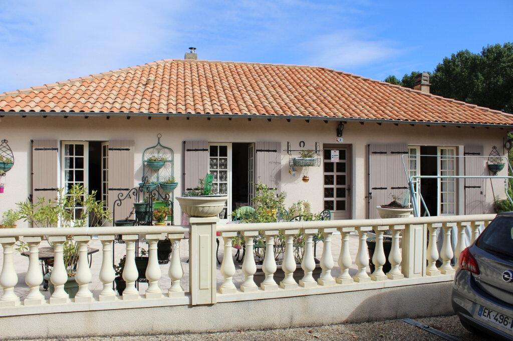 Maison à vendre 5 145m2 à Saint-Séverin-sur-Boutonne vignette-3