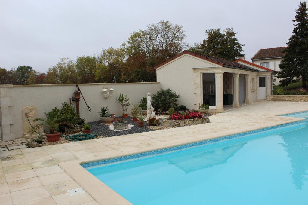 Maison à vendre 6 190m2 à Blanzac-lès-Matha vignette-2