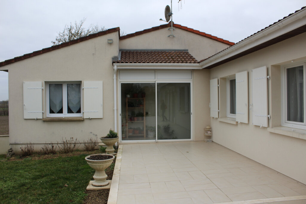 Maison à vendre 6 190m2 à Blanzac-lès-Matha vignette-4