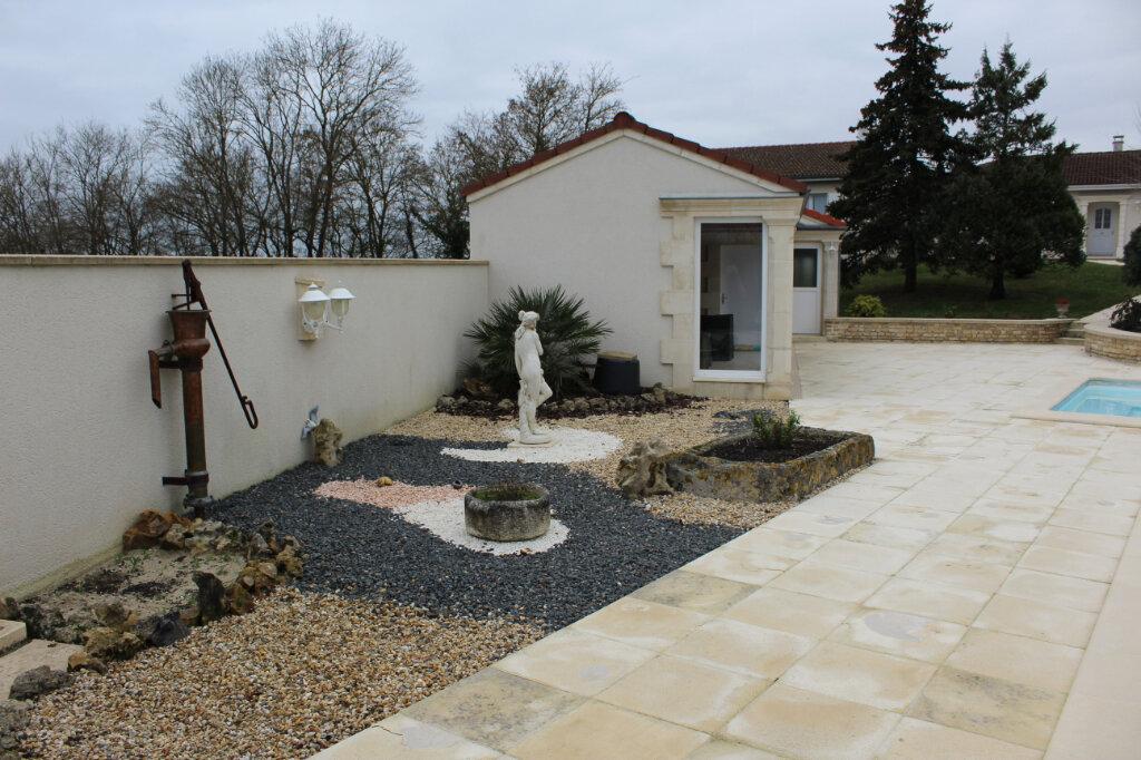 Maison à vendre 6 190m2 à Blanzac-lès-Matha vignette-7