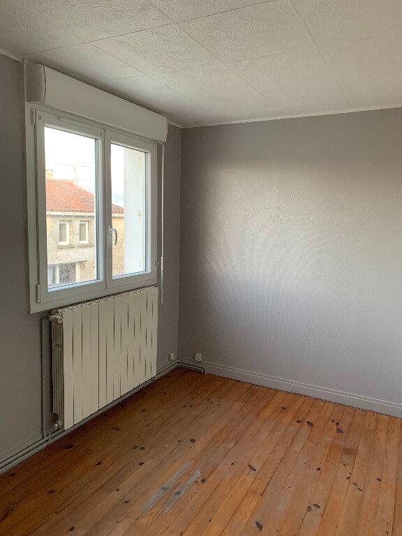 Maison à louer 3 62m2 à Saint-Georges-du-Bois vignette-4