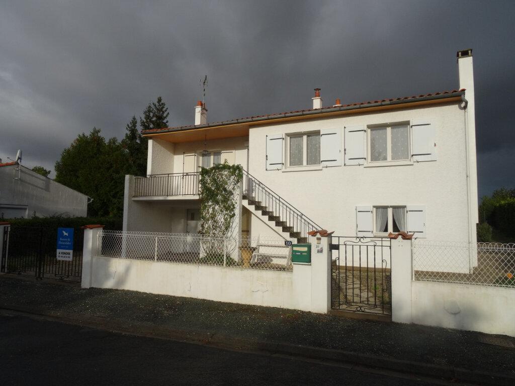 Maison à vendre 5 104m2 à Surgères vignette-1