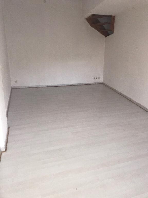 Appartement à louer 3 65m2 à La Laigne vignette-2