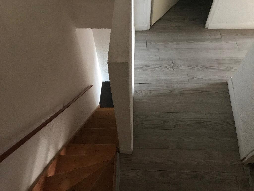 Appartement à louer 3 65m2 à La Laigne vignette-4