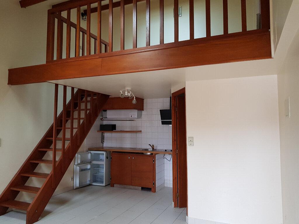 Appartement à louer 1 28m2 à La Ferté-Saint-Aubin vignette-2