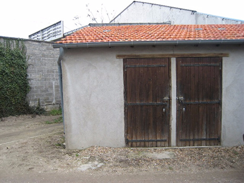 Appartement à louer 1 28m2 à La Ferté-Saint-Aubin vignette-6