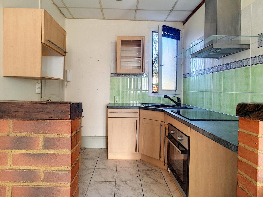 Appartement à louer 3 48m2 à La Ferté-Saint-Aubin vignette-1