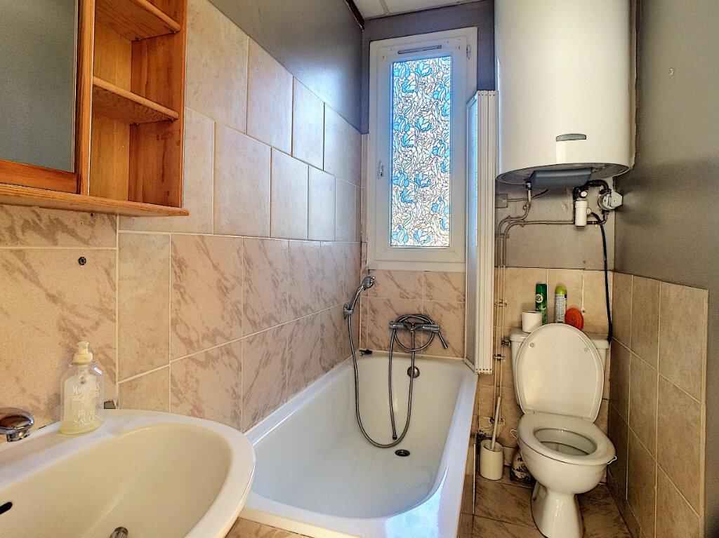 Appartement à louer 3 48m2 à La Ferté-Saint-Aubin vignette-3