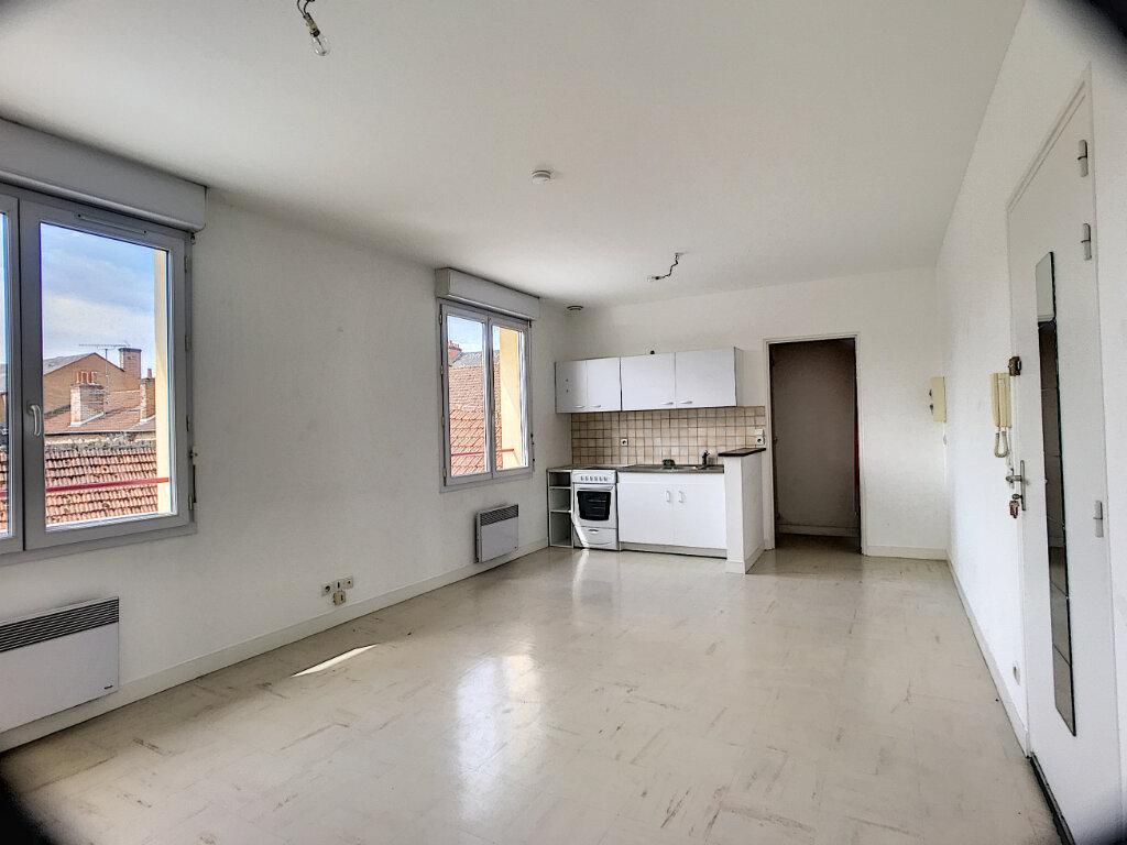 Appartement à louer 1 30m2 à La Ferté-Saint-Aubin vignette-4