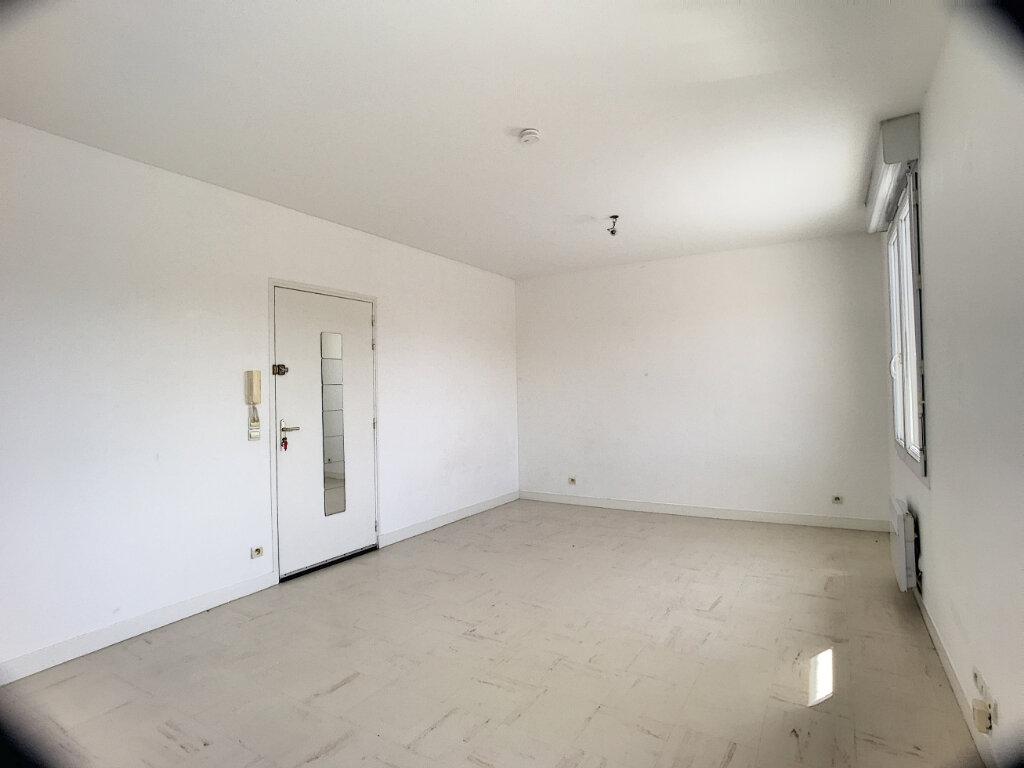 Appartement à louer 1 30m2 à La Ferté-Saint-Aubin vignette-5