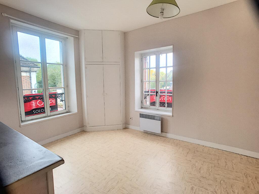 Appartement à louer 1 29m2 à La Ferté-Saint-Aubin vignette-1