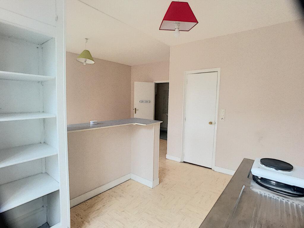 Appartement à louer 1 29m2 à La Ferté-Saint-Aubin vignette-4