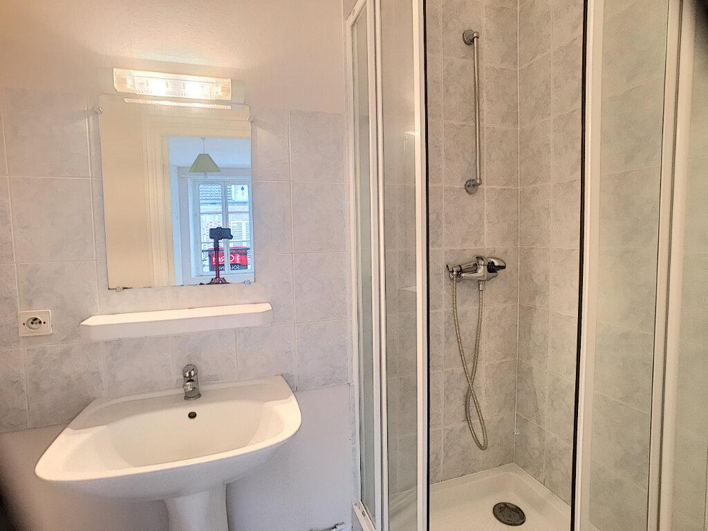 Appartement à louer 1 29m2 à La Ferté-Saint-Aubin vignette-8