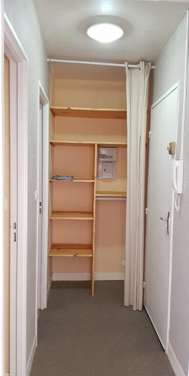 Appartement à louer 1 32m2 à Orléans vignette-4
