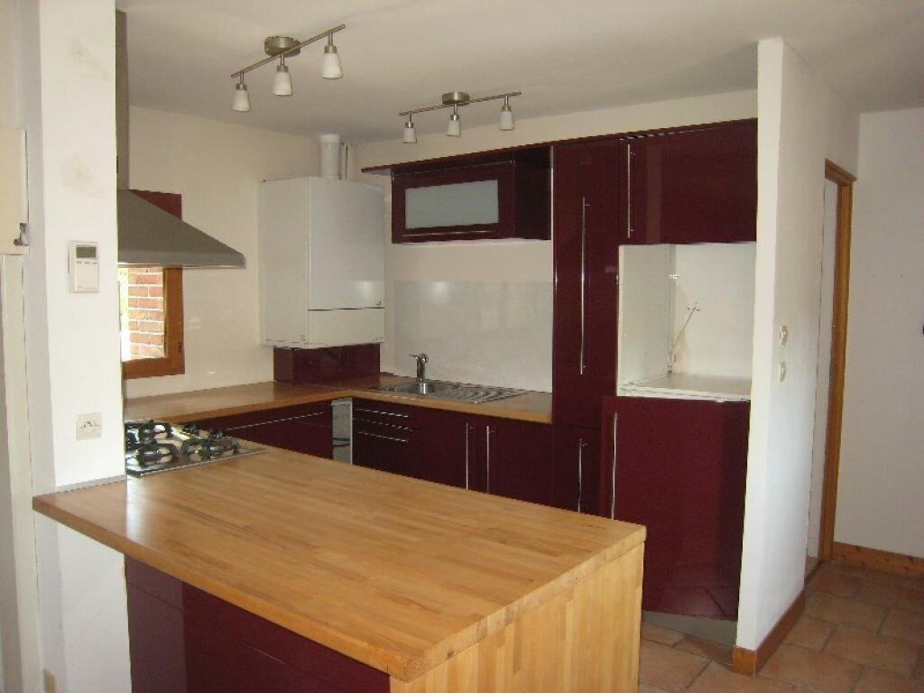 Appartement à louer 3 65m2 à La Ferté-Saint-Aubin vignette-3