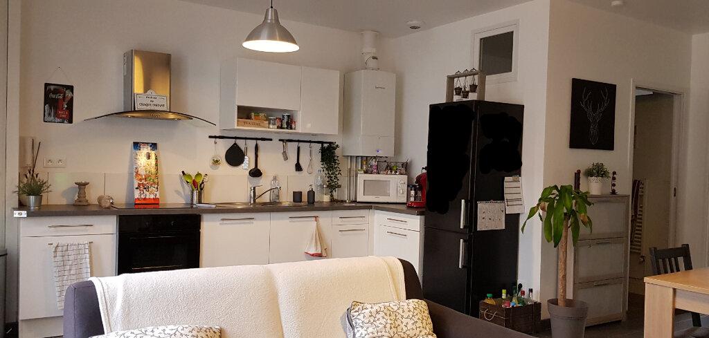 Appartement à louer 3 56m2 à La Ferté-Saint-Aubin vignette-6