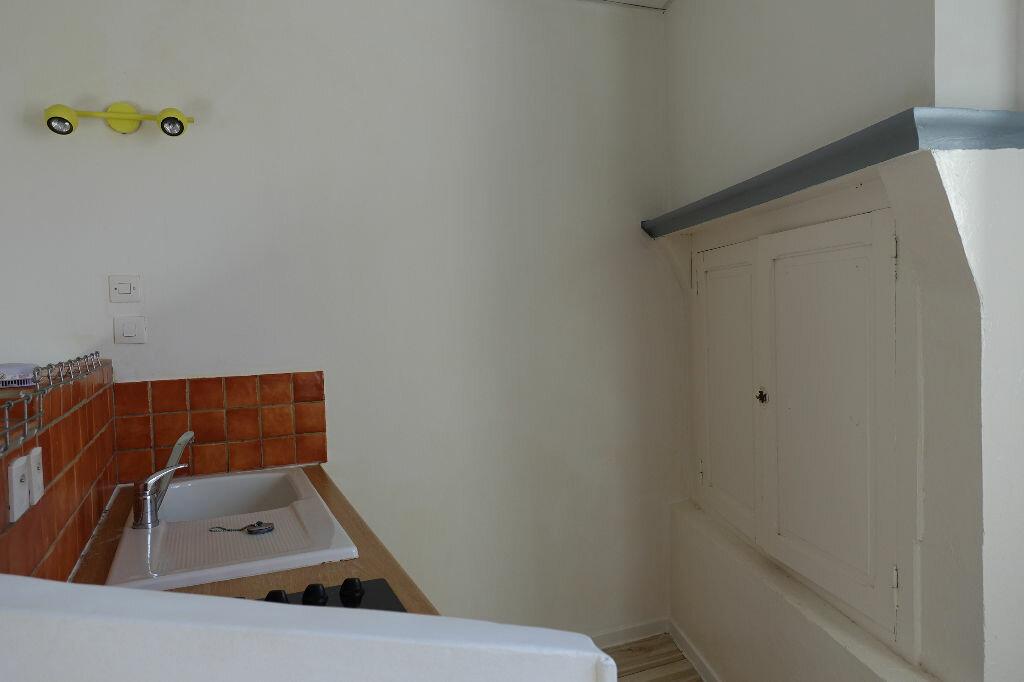 Appartement à louer 3 41m2 à Ruoms vignette-2