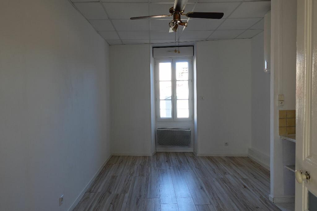 Appartement à louer 3 41m2 à Ruoms vignette-4
