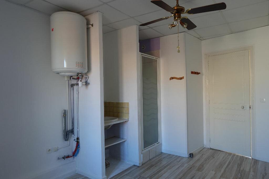Appartement à louer 3 41m2 à Ruoms vignette-5