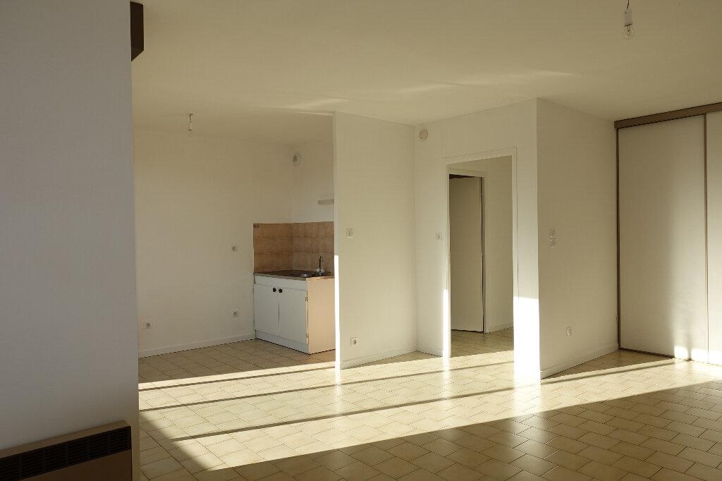 Appartement à louer 1 37m2 à Ruoms vignette-1