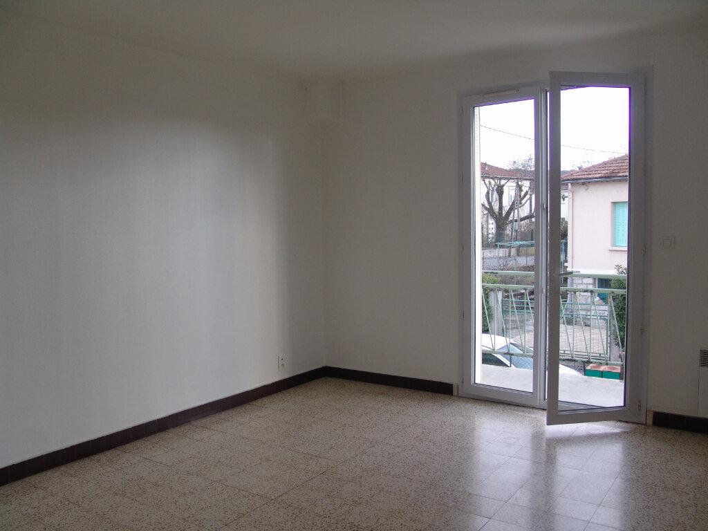 Appartement à louer 4 80m2 à Saint-Alban-Auriolles vignette-1