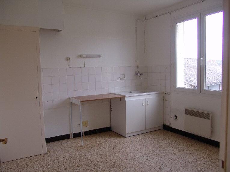 Appartement à louer 4 80m2 à Saint-Alban-Auriolles vignette-2