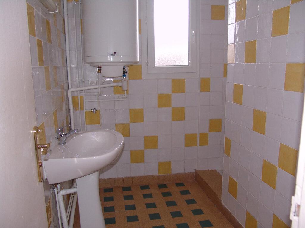 Appartement à louer 4 80m2 à Saint-Alban-Auriolles vignette-4