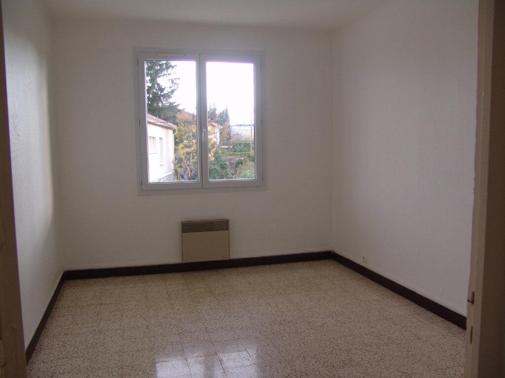 Appartement à louer 4 80m2 à Saint-Alban-Auriolles vignette-5
