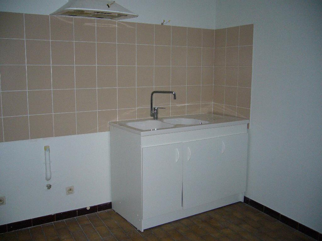 Appartement à louer 3 62m2 à Ruoms vignette-2