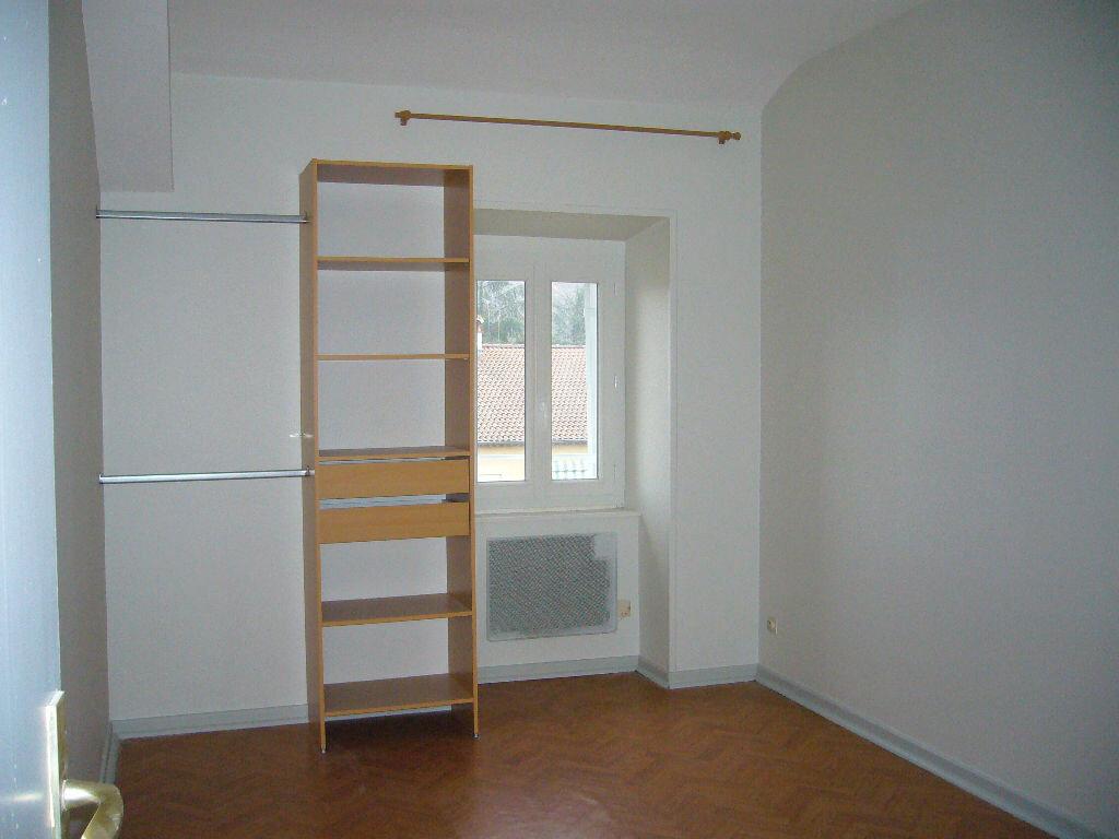 Appartement à louer 3 62m2 à Ruoms vignette-4