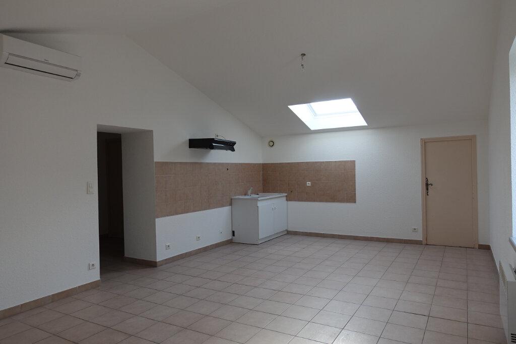 Appartement à louer 3 70m2 à Ruoms vignette-1