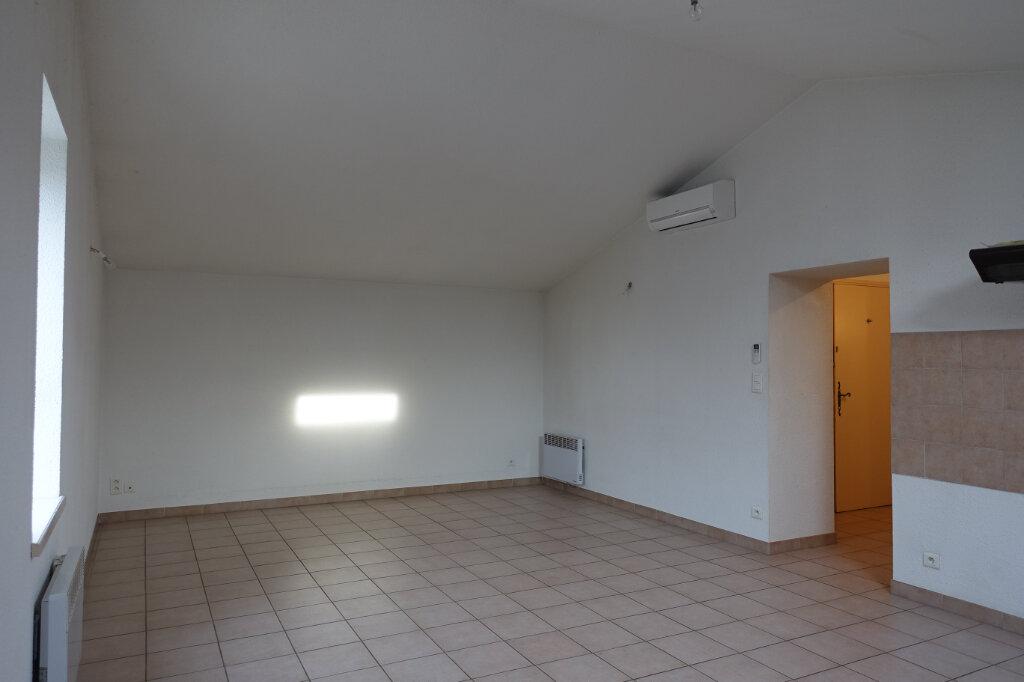 Appartement à louer 3 70m2 à Ruoms vignette-2