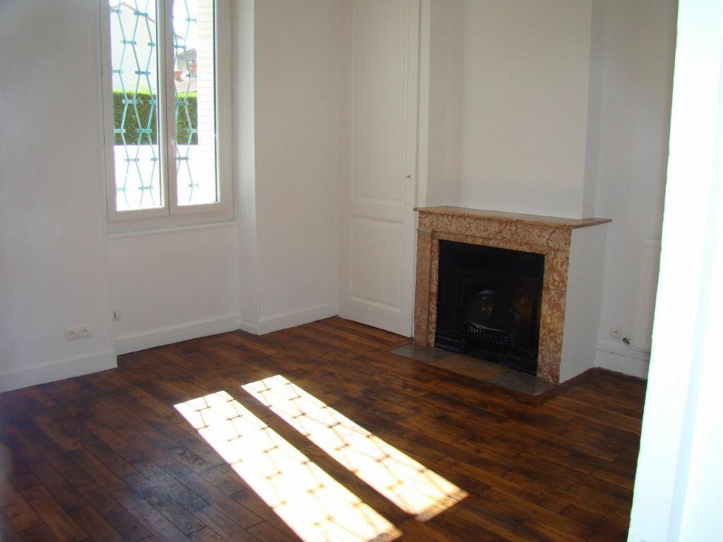 Appartement à louer 2 53.82m2 à Villeurbanne vignette-2