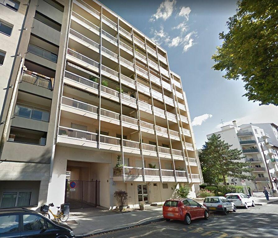 Appartement à louer 4 87.19m2 à Villeurbanne vignette-1