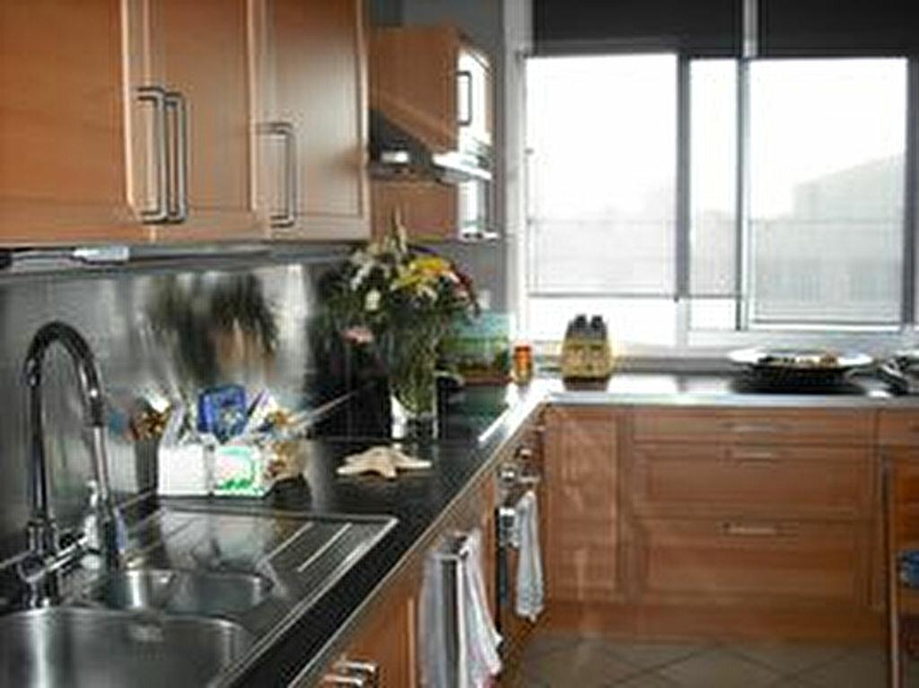 Appartement à louer 4 87.19m2 à Villeurbanne vignette-2