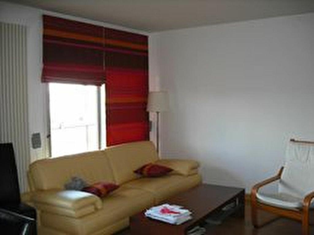 Appartement à louer 4 87.19m2 à Villeurbanne vignette-3