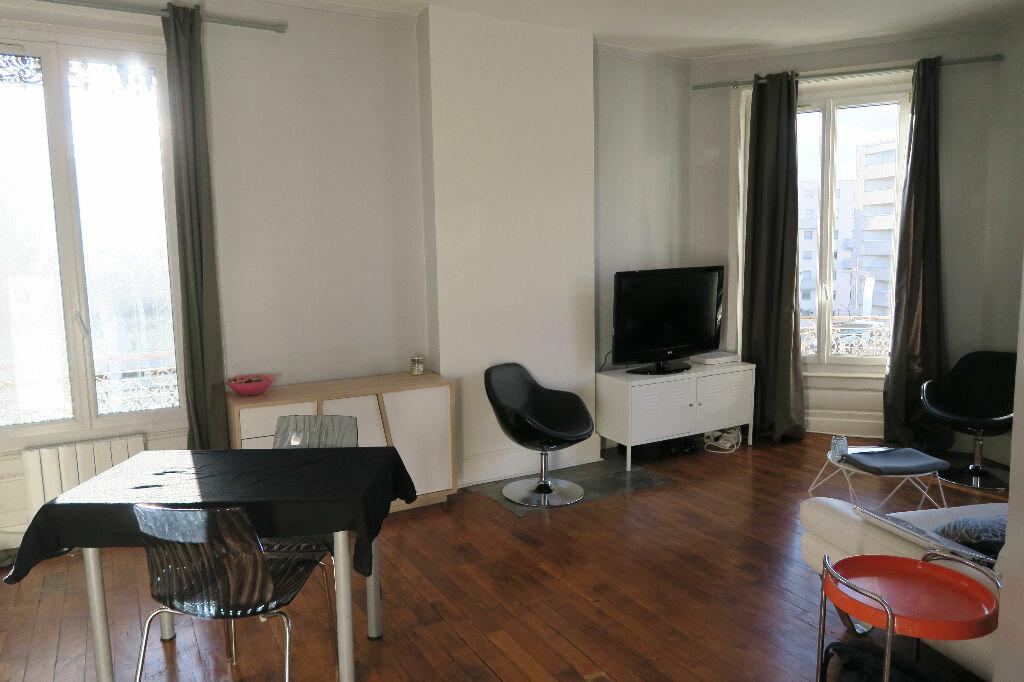 Appartement à louer 2 52.07m2 à Villeurbanne vignette-1
