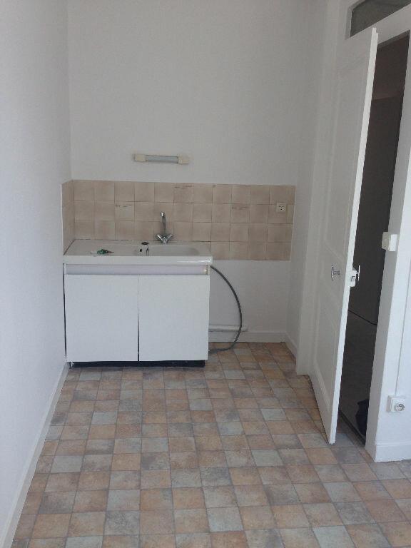 Appartement à louer 1 27.77m2 à Lyon 7 vignette-3