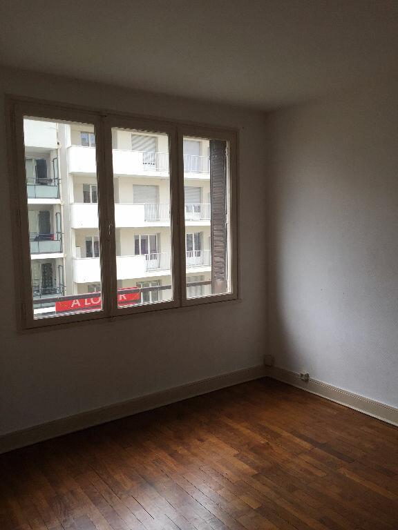 Appartement à louer 4 61.05m2 à Villeurbanne vignette-1
