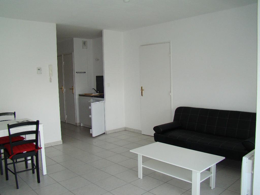 Appartement à louer 2 41.92m2 à Lyon 8 vignette-1