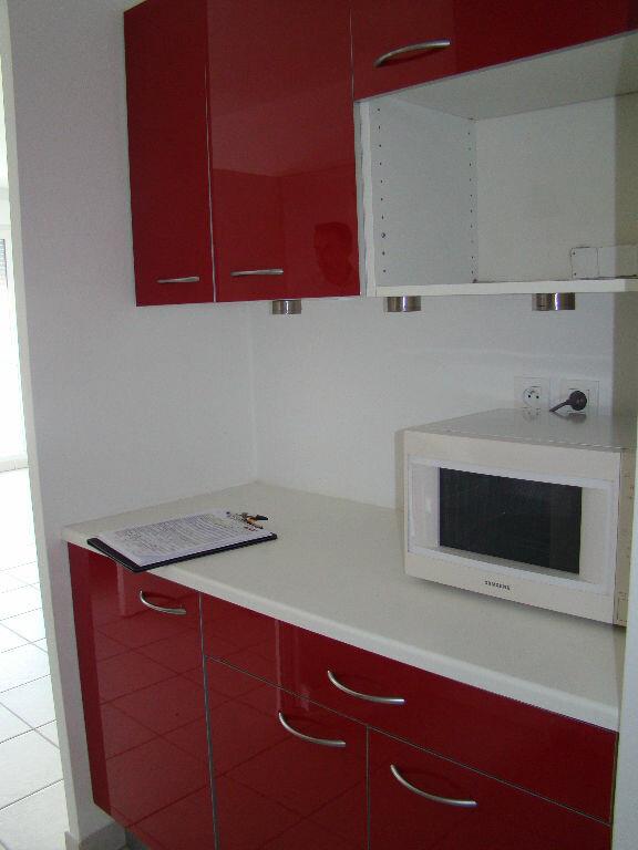Appartement à louer 2 41.92m2 à Lyon 8 vignette-2