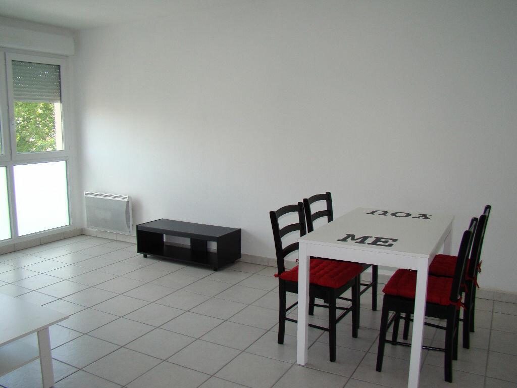 Appartement à louer 2 41.92m2 à Lyon 8 vignette-3