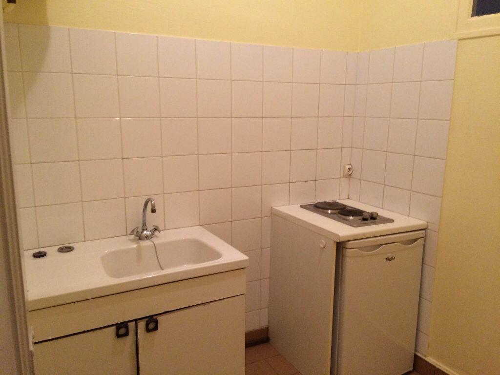 Appartement à louer 2 32.93m2 à Villeurbanne vignette-2