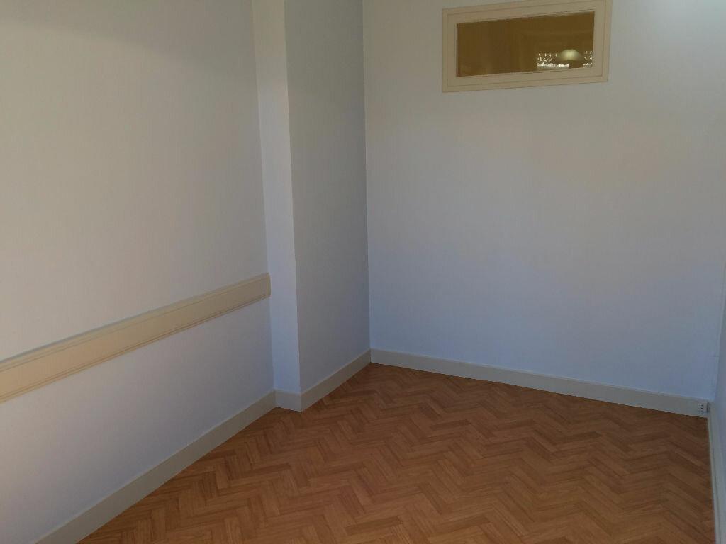 Appartement à louer 2 32.93m2 à Villeurbanne vignette-3