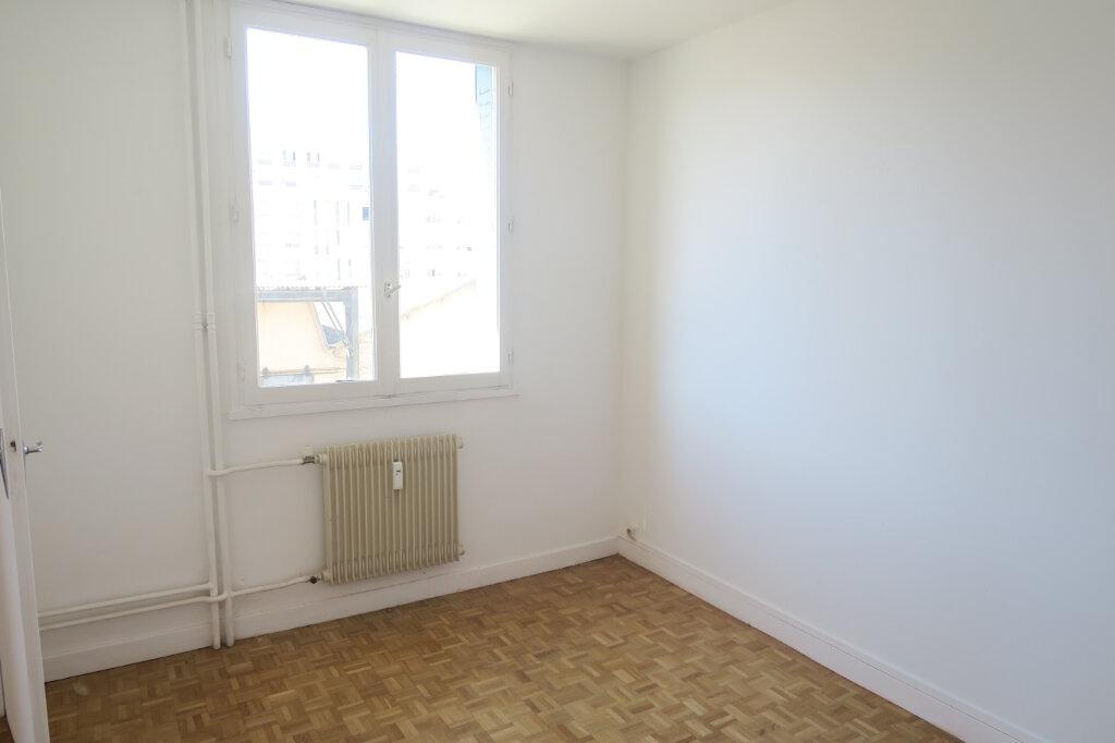 Appartement à louer 4 65.41m2 à Villeurbanne vignette-2