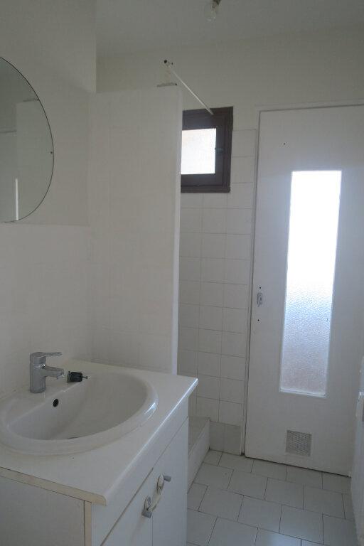 Appartement à louer 4 65.41m2 à Villeurbanne vignette-7