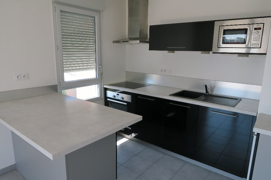 Appartement à louer 2 48.63m2 à Vaulx-en-Velin vignette-1