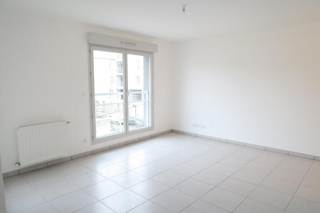 Appartement à louer 3 57.96m2 à Villeurbanne vignette-1
