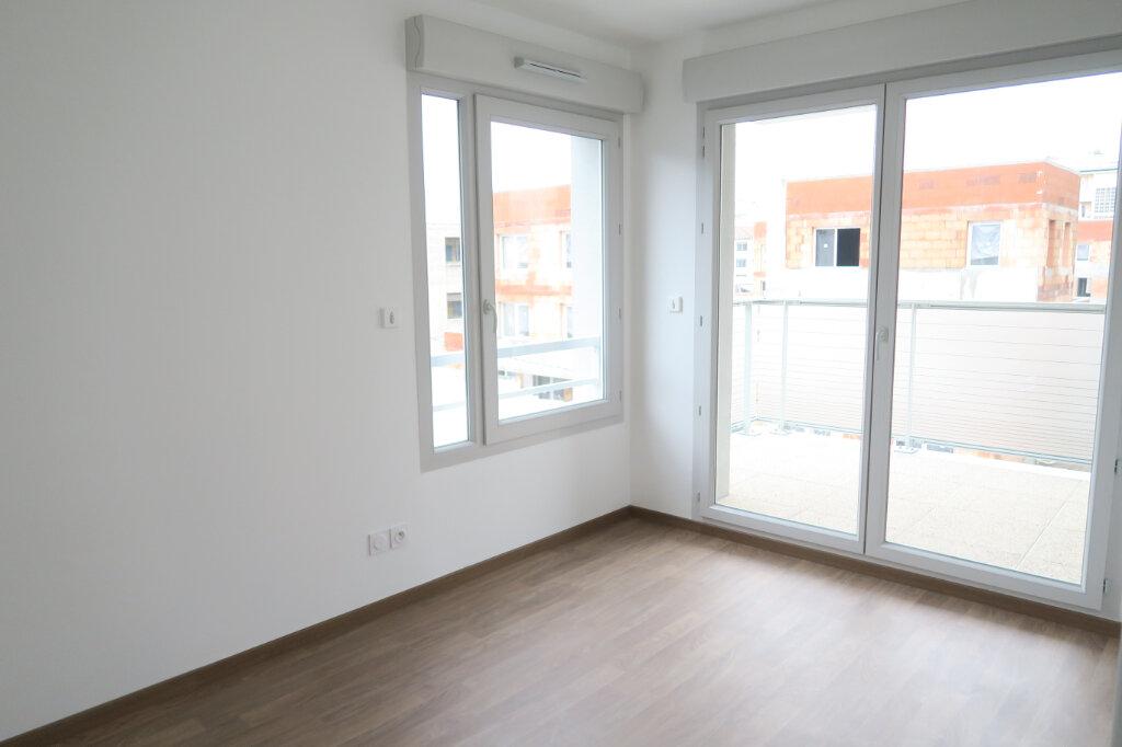 Appartement à louer 3 57.96m2 à Villeurbanne vignette-2